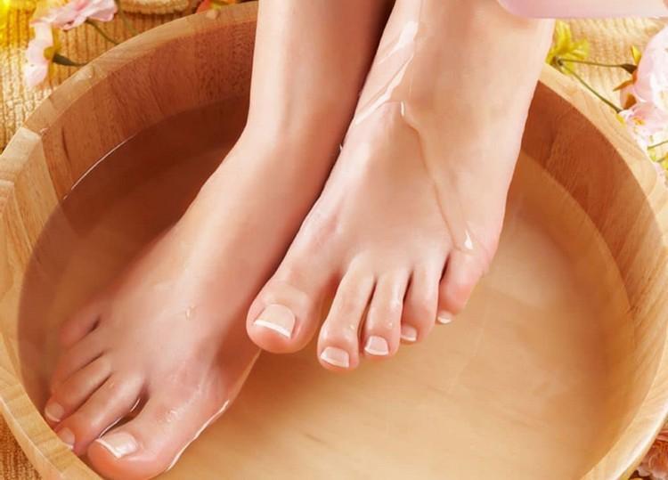Очень эффективными при подагре являются ванночки
