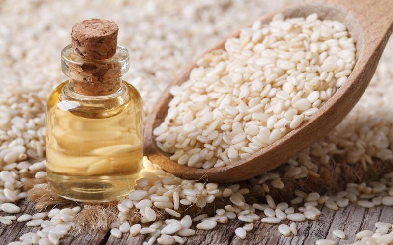 Полезные свойства и противопоказания кунжутного масла, как принимать