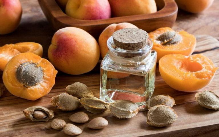 Масло абрикосовой косточки для кожи – чем полезно и как применять