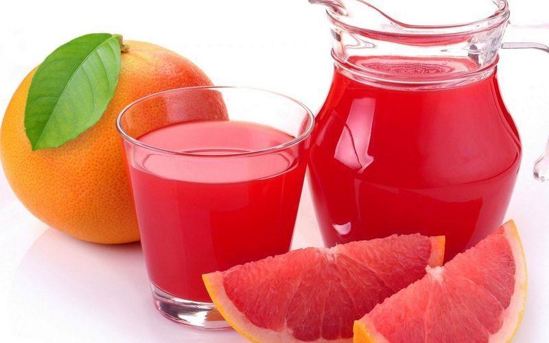 Свежевыжатый грейпфрутовый сок: польза и вред для здоровья