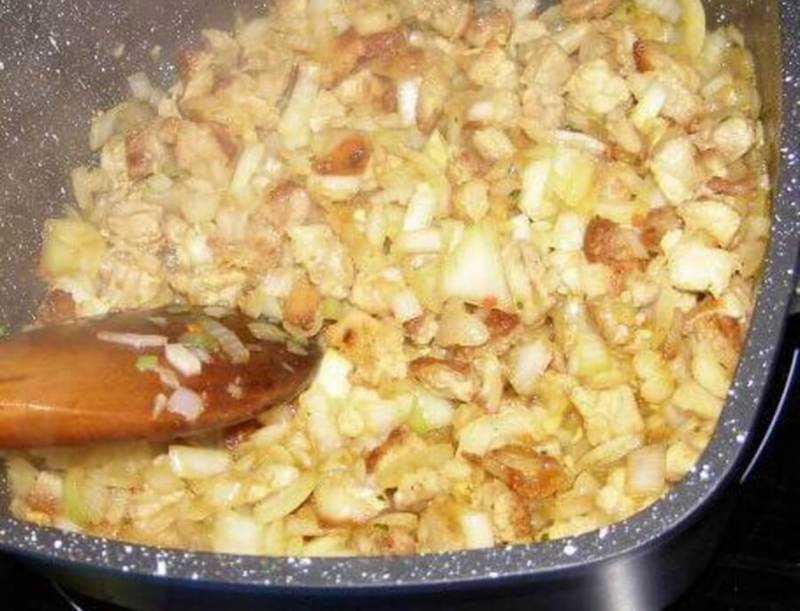 как приготовить тушеную капусту квашеную с мясом на сковороде