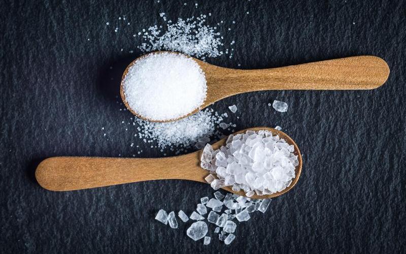 В чем отличие поваренной соли от морской 2