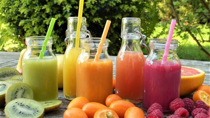 В  рационе при детокс должна быть вода, чай и различные свежевыжатые соки