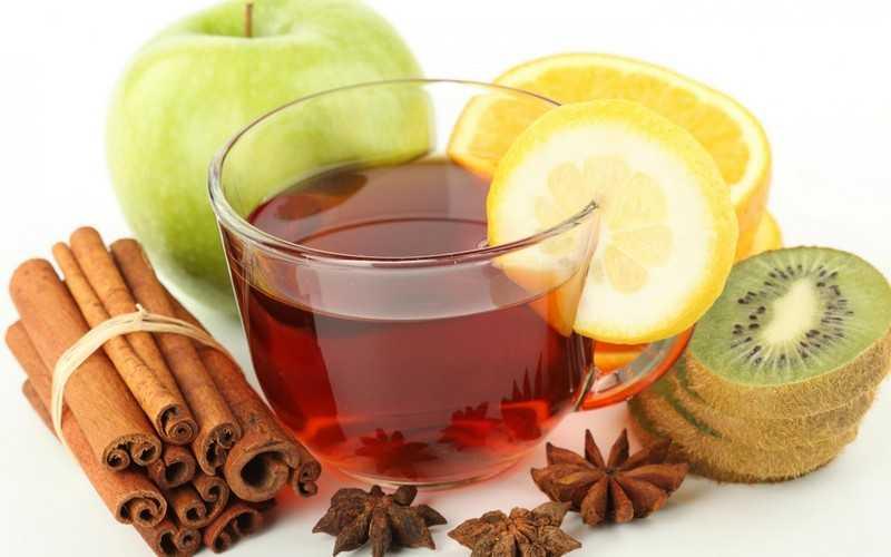Еще одним вариантом приготовления вкусного напитка является зеленый чай с имбирем и корицей
