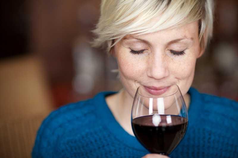 Как правильно употреблять и дозировать красное вино