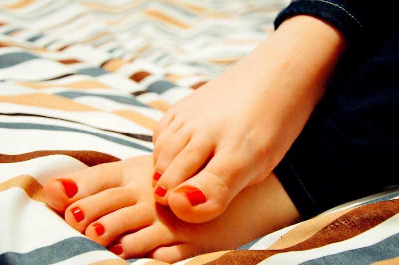 Как избавиться от сухой кожи ног