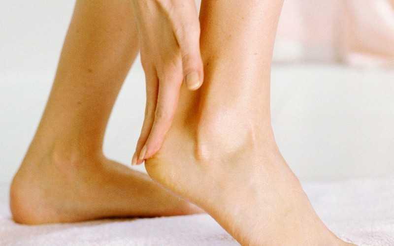 Сохнет кожа на ногах причина, что делать