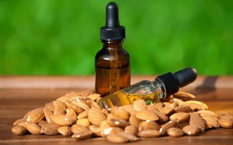 Как убрать морщины на лбу с помощью миндального масла
