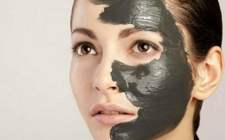 Рецепт бюджетной, но действенной маски с глиной и углем для очищения кожи лица