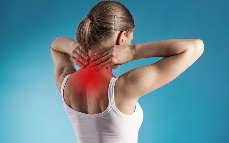 Симптомы шейного остеохондроза, как лечить в домашних условиях и препаратами