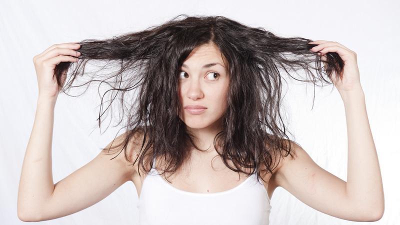 Почему волосы у корней быстро становятся жирными